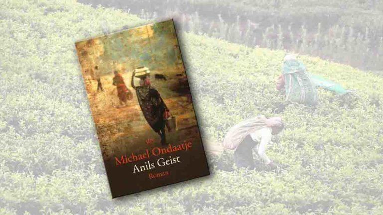 """Buchcover von """"Anils Geist"""" im Vordergrung, im Hintergrund sind zwei Frau in einem Teefeld"""