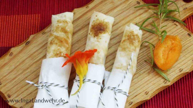 Süße Börek mit Blüte der Kapuzinerkresse