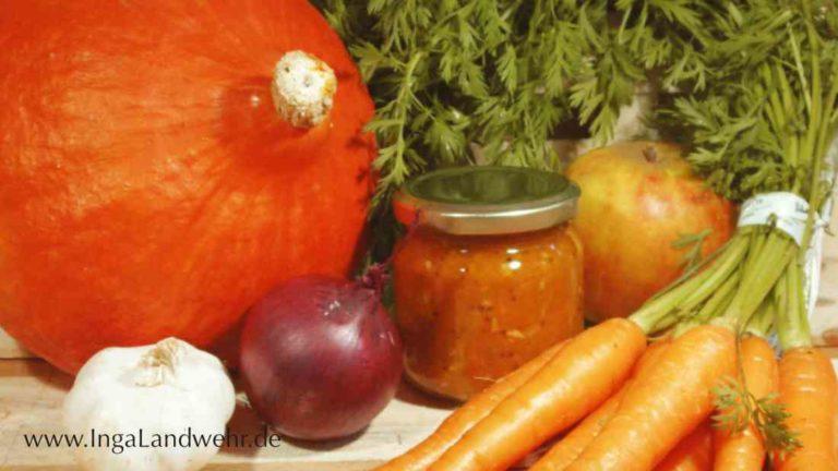 Kürbis,Karotten, Zwiebeln und Apfel für ein Chutney