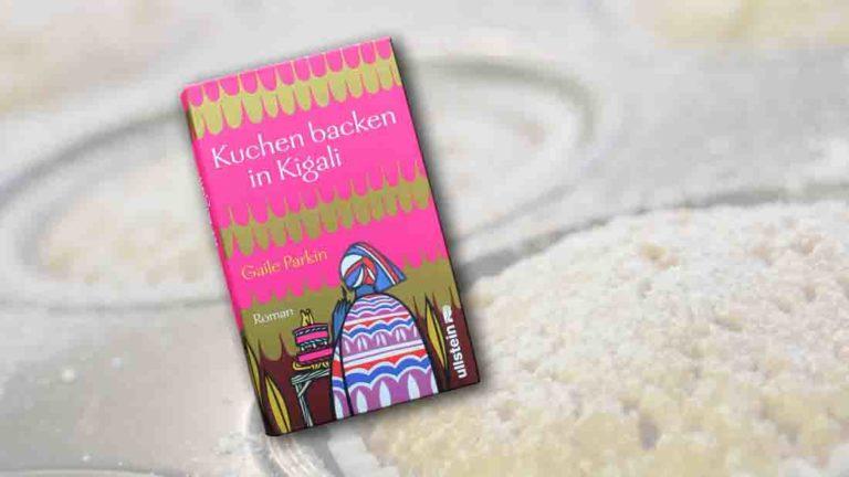 """Buchcover """"Kuchen backen in Kigali"""" im Vordergrung, im Hintergrund ein Muffinblech mit Muffins"""